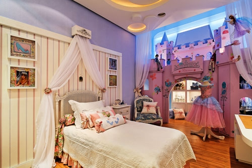 HABITACIONES DE PRINCESAS CON CASTILLOS Sleeping Beauty Castle Bed