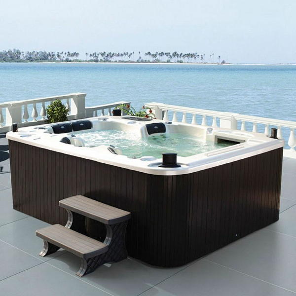 Jacuzzi Under Deck