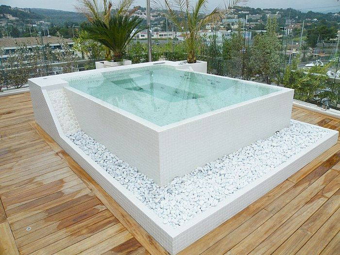 Pebble Rocks Below Hot Tub Could Be Cool Beautiful Tubs